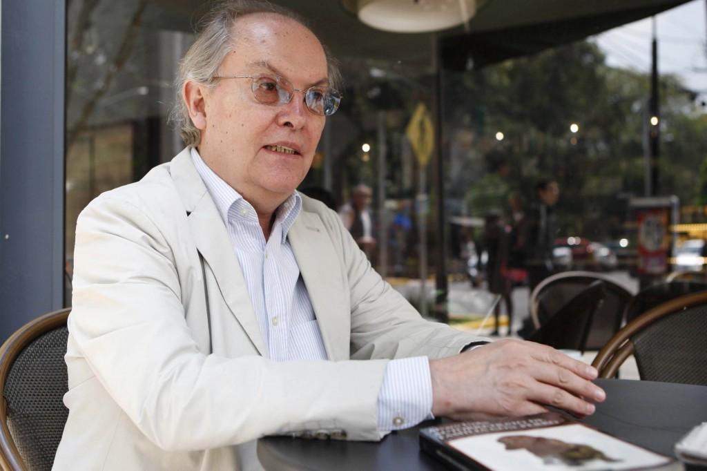 Libros UNAM felicita a Álvaro Uribe, ganador del Premio Xavier Villaurrutia
